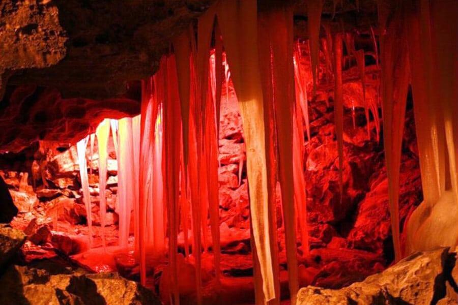 сосульки красного цвета