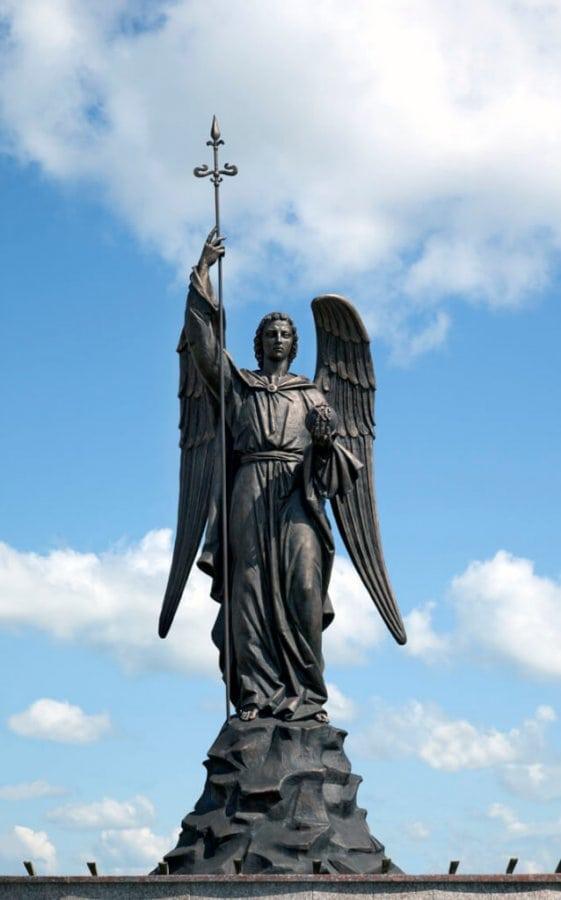 статуя Архангела Гавриила