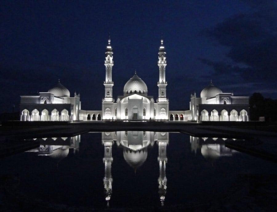 Белая мечеть в ночьное время