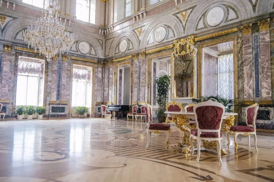 Санкт-Петербург - город боевой славы и культурного величия России