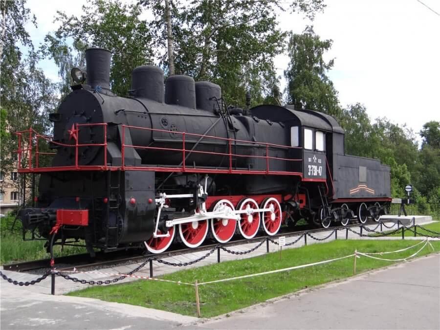 памятник паровозу Эр 738-47