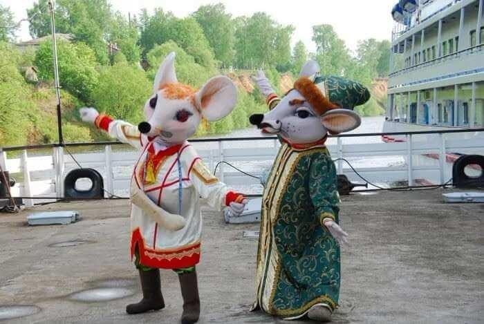 аниматоры в костюмах мышей