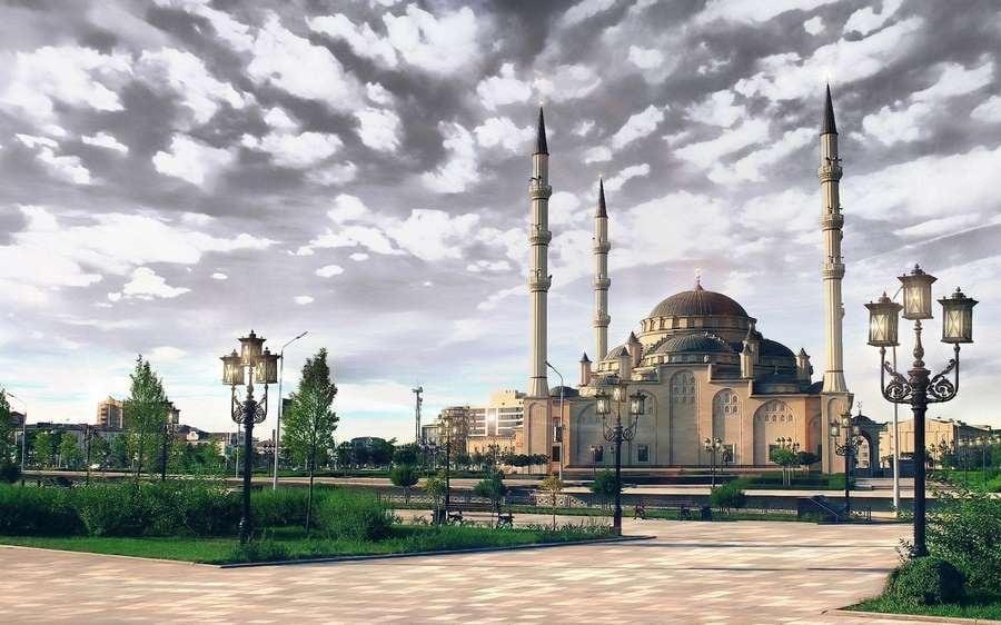 Вид на мечеть. Вечер.
