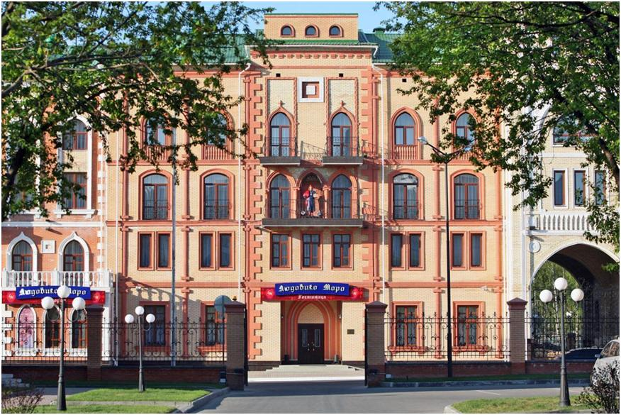 Людовико Моро - гостиница и памятник